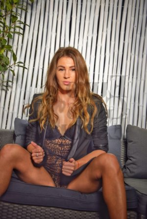 Chrystiane happy ending massage
