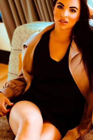 Bleuwenn nuru massage in Redmond OR